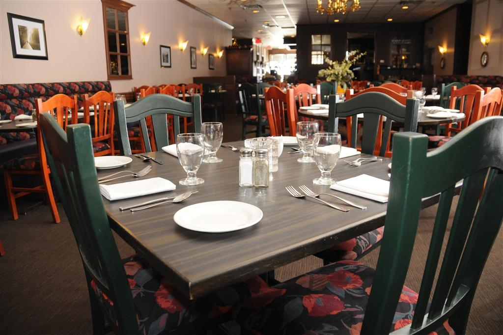 Best Western Voyageur Place Hotel - The Buttery restaurant offers a full a la carte menu.