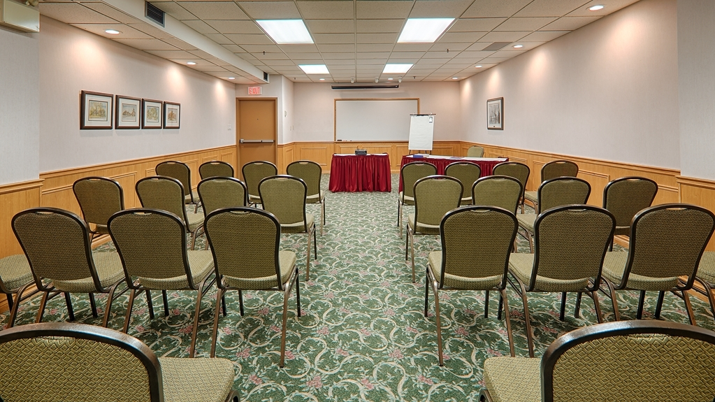 Best Western Voyageur Place Hotel - The Ontario room can hold up to 60 people in the theater set up which is great for presentations or lectures.