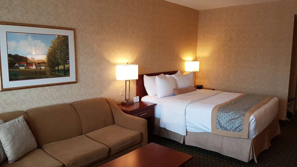 Best Western Voyageur Place Hotel - Drift off to sleep in the cozy pillow top bed choosing from a selection of pillows after checking your emails using the free wireless Internet.