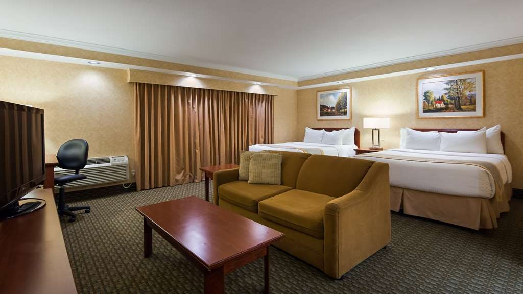 Best Western Voyageur Place Hotel - This two queen bed mini suite with exterior access offers an efficiency nook with mini refrigerator, microwave, and coffee maker.
