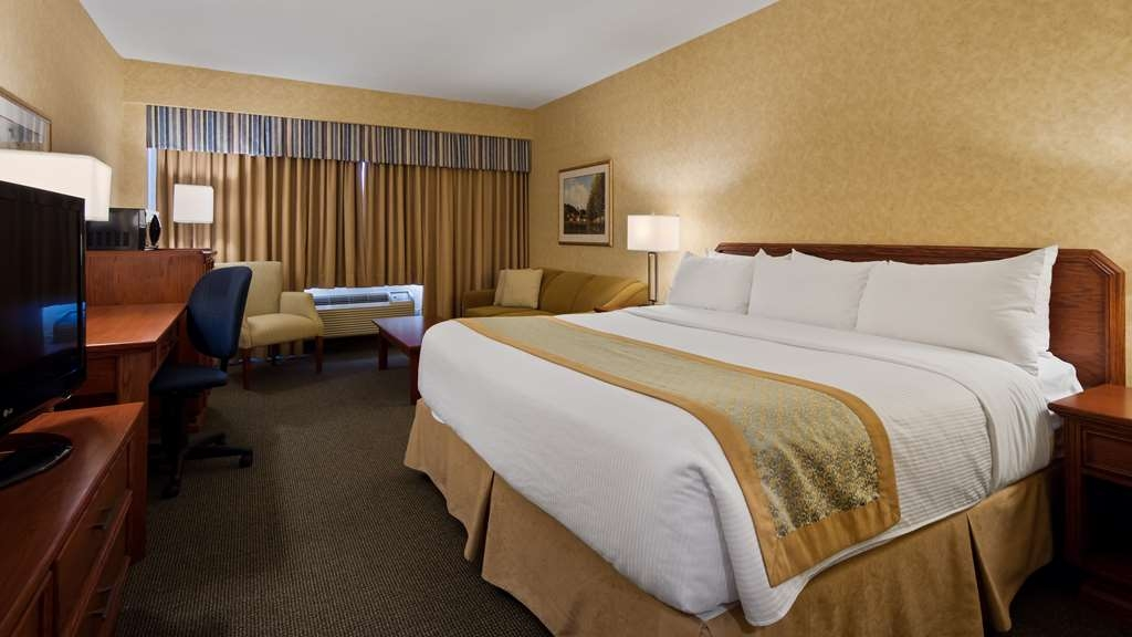 Best Western Voyageur Place Hotel - This standard king room comes with a Simmons Beauti-Rest® pillow top mattress, a flat screen HD TV, a mini fridge and more.