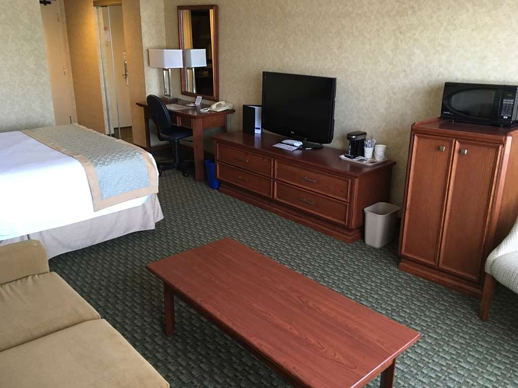 Best Western Voyageur Place Hotel - Settle in for the evening and relax in this standard interior room
