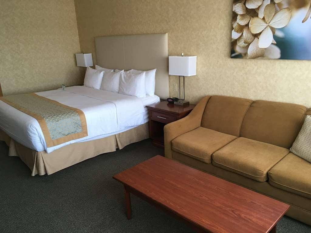 Best Western Voyageur Place Hotel - Nothing beats a good night's rest on our Simmons pillow top Beauti-Rest Mattresses we have in all our guest rooms.