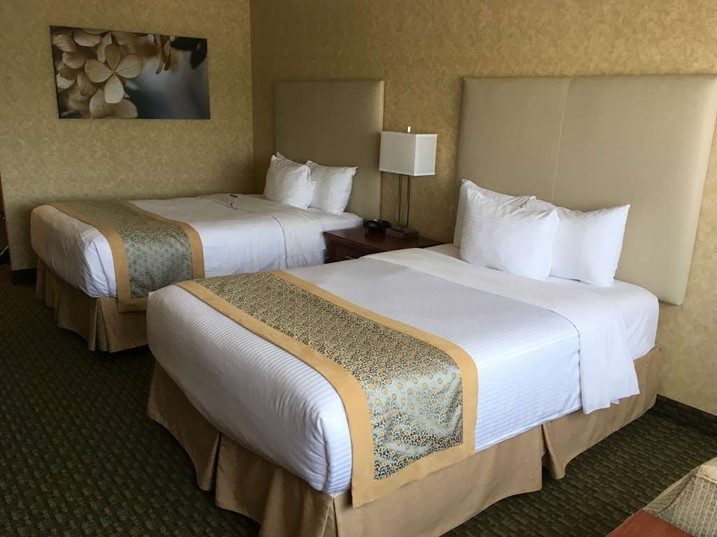 Best Western Voyageur Place Hotel - Relax in the seating area by the window, surf the net using the free wireless Internet or curl up on one of the cozy pillow top beds.