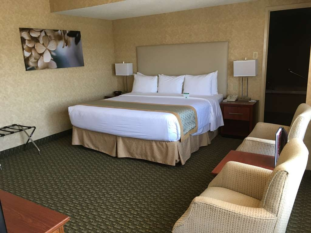 Best Western Voyageur Place Hotel - Spoil yourself in one of our king suites, relax on our pillow top mattress and enjoy free wireless Internet and more.