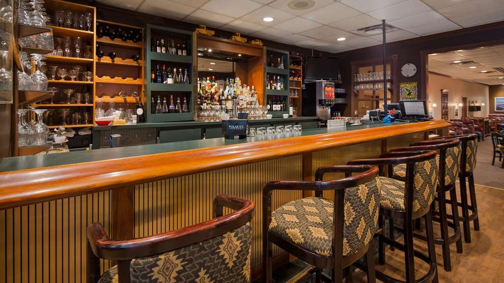 Best Western Voyageur Place Hotel - Bar / Lounge
