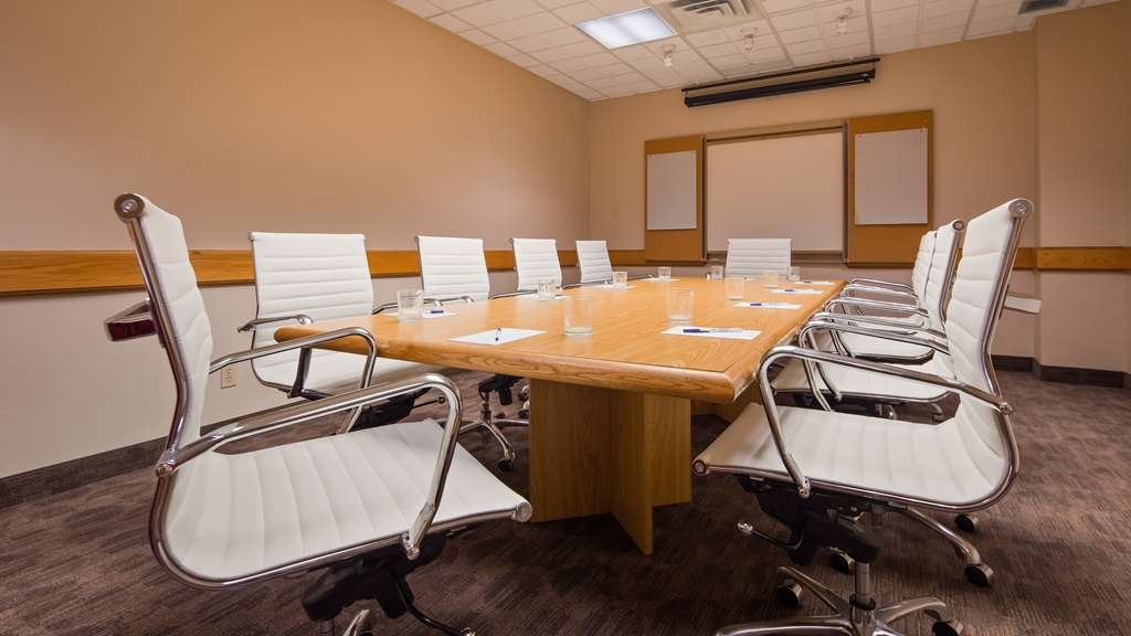 Best Western Voyageur Place Hotel - Our Boardroom is 240 square feet of private space for business meetings of ten or less people.