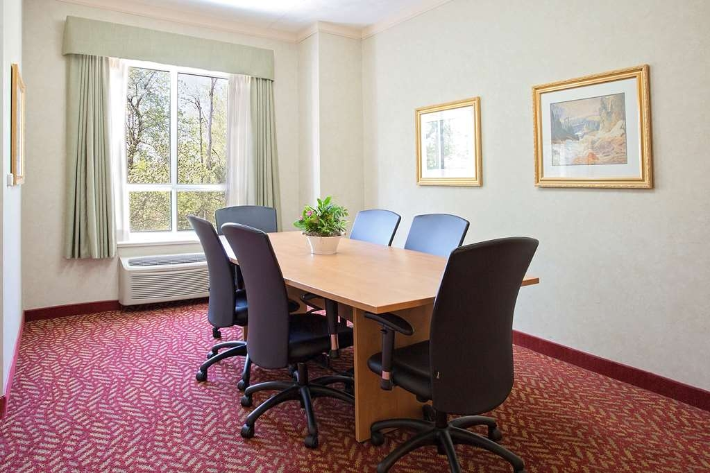 Best Western Inn On The Bay - Carry out business in the comfort and privacy of your own suite with a boardroom table which seats up to 8 guests. Room service is available.