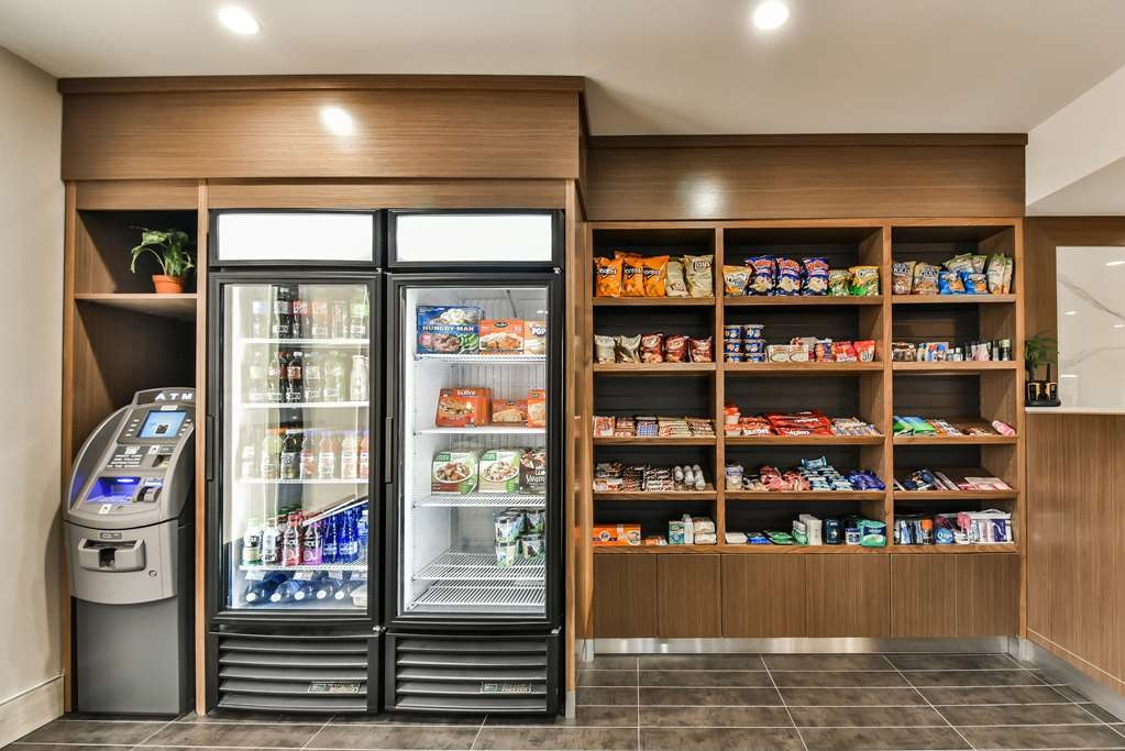 Best Western Plus Cambridge Hotel - Need a late night snack? Come downstairs and visit our Sundry Shop.
