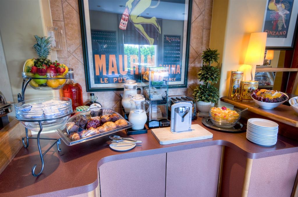 Best Western Plus Stoneridge Inn & Conference Centre - Colazione all'americana completa gratuita e pasti più leggeri disponibili