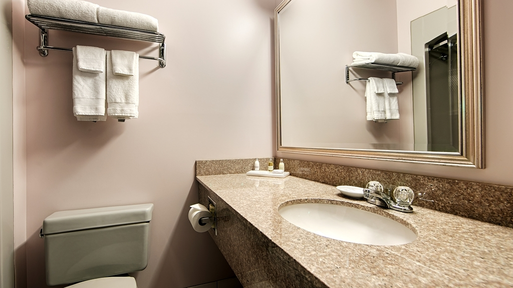 Best Western Plus Stoneridge Inn & Conference Centre - Salle de bain