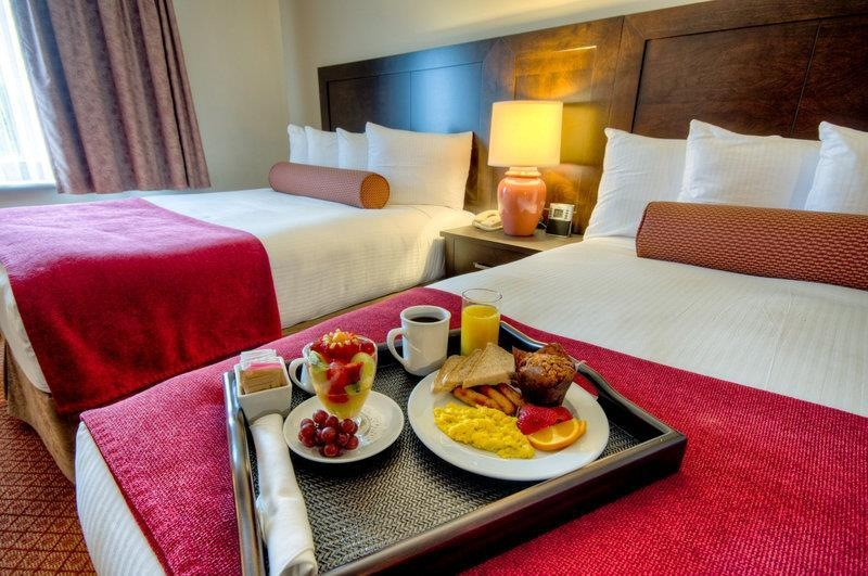 Best Western Plus Stoneridge Inn & Conference Centre - Get comfortable in our spacious accommodations, all featuring complimentary full hot breakfast buffet daily.