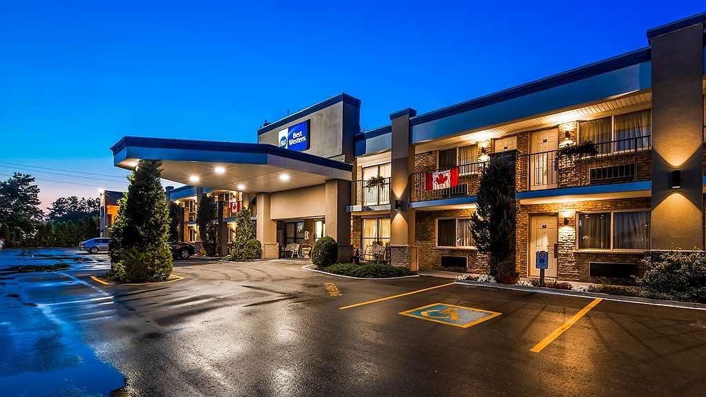 Best Western Halton Hills - Hotel Exterior