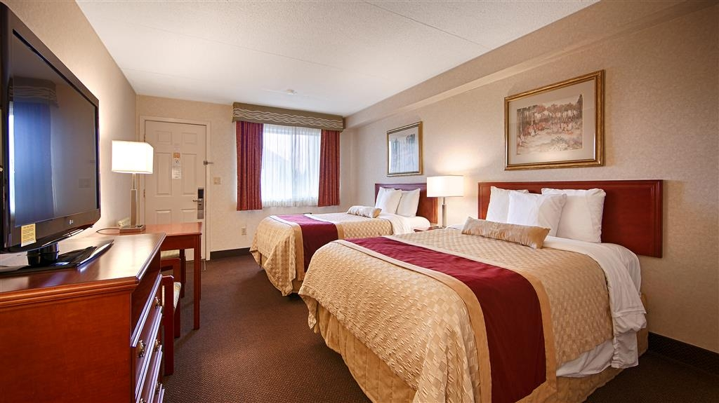 Best Western Halton Hills - Spacious two double beds complete with a mini-fridge and 37-in flat screen TV.