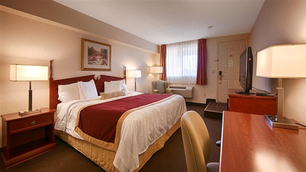 Best Western Halton Hills - Spacious executive king room complete with mini-fridge and microwave.
