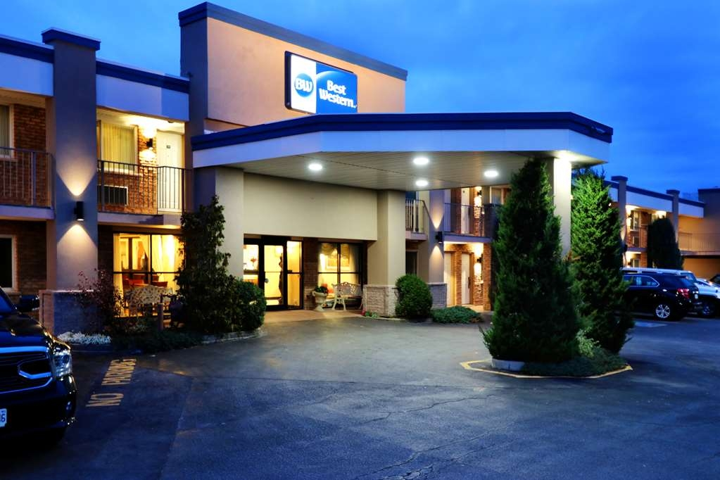 Best Western Halton Hills - Welcome to the Best Western Halton Hills in scenic Halton Hills-Georgetown, close to Acton and Toronto Premium Outlet Mall!