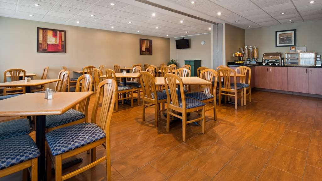 Best Western Plus Burlington Inn & Suites - Breakfast Area