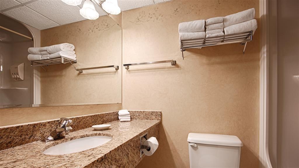 Best Western Plus Orillia Hotel - Badezimmer
