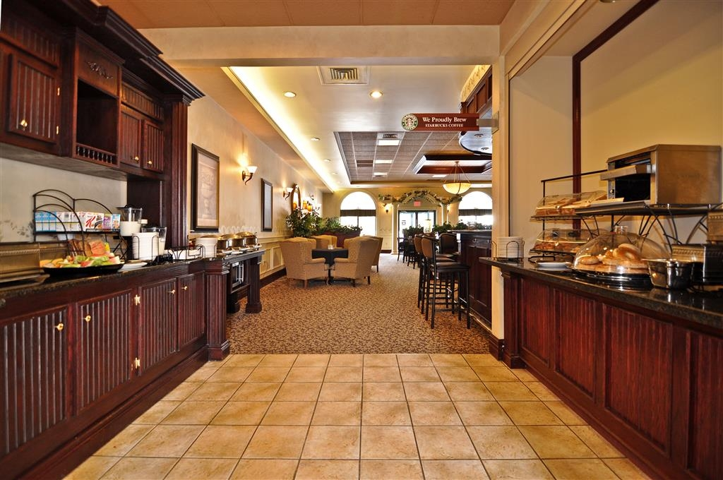 Best Western Plus Orillia Hotel - Zona de desayunos