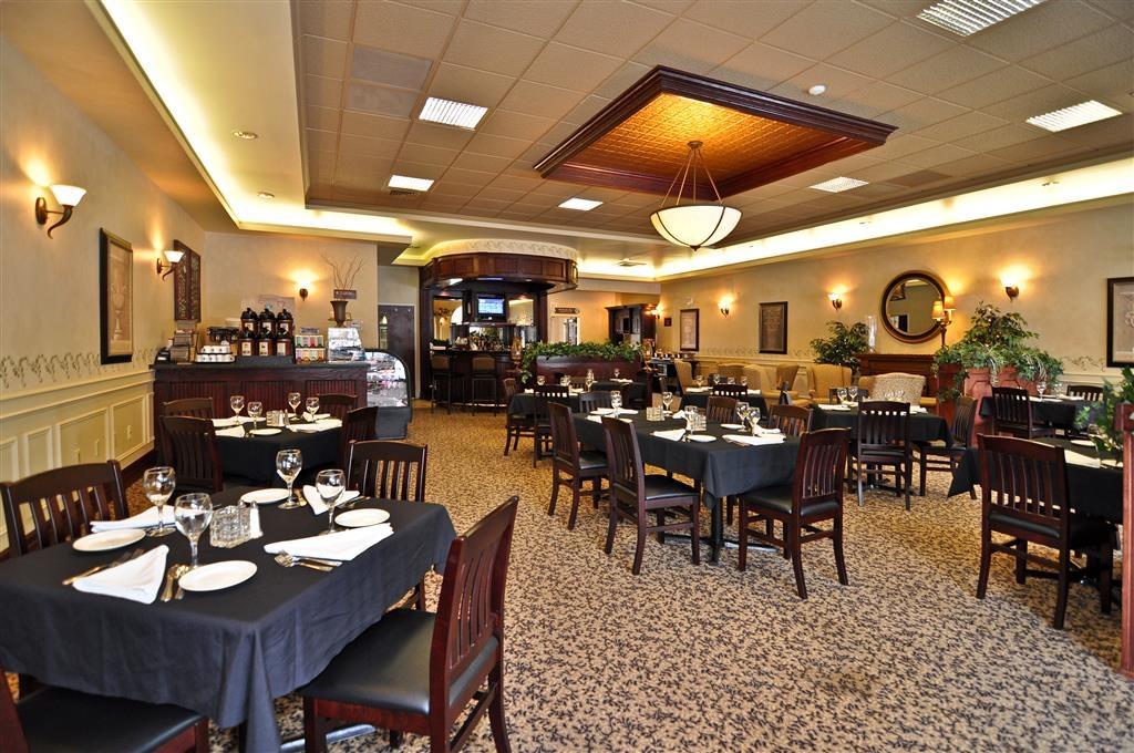 Best Western Plus Orillia Hotel - café