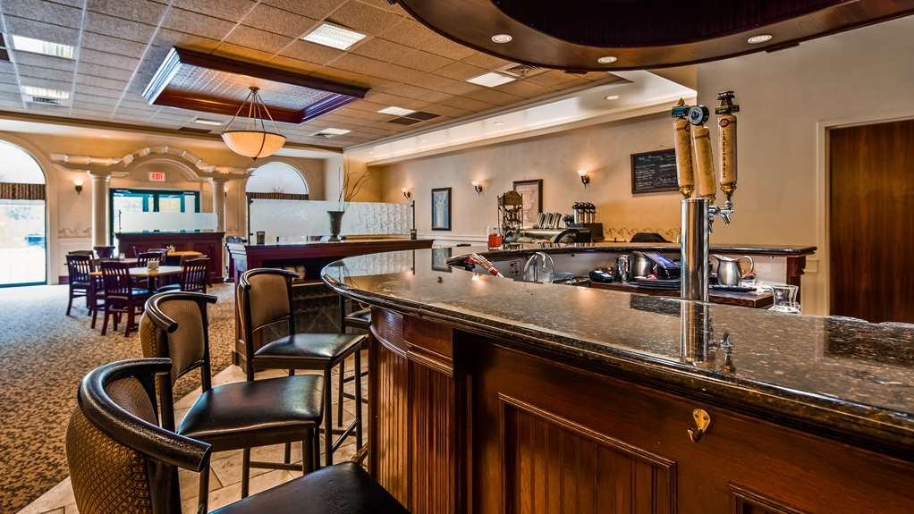 Best Western Plus Orillia Hotel - Bar/Lounge
