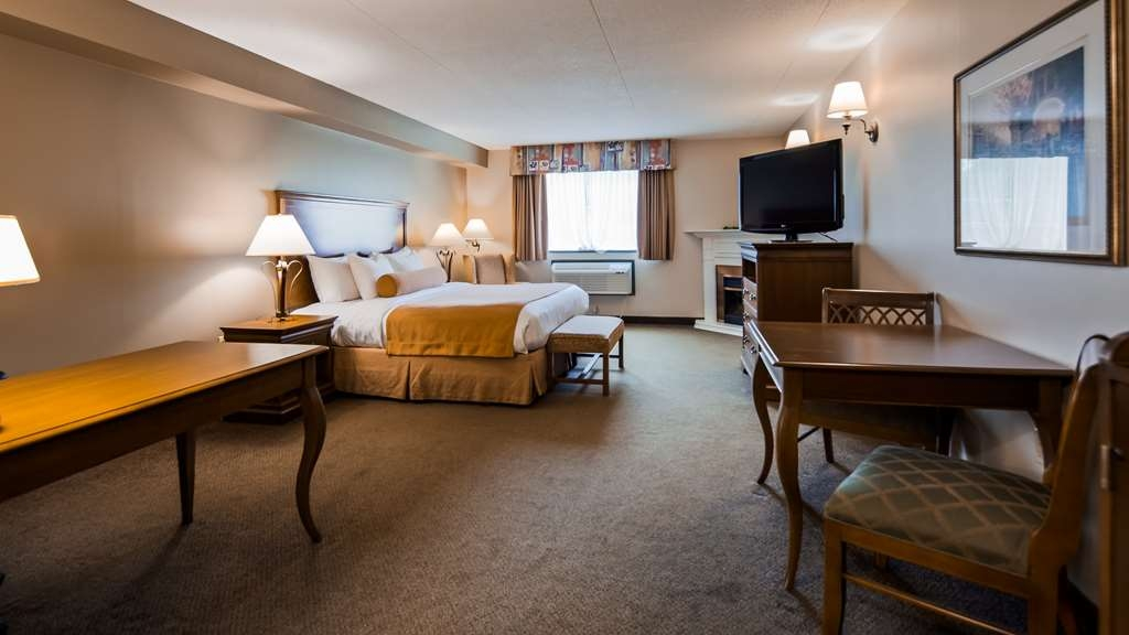 Best Western Plus Orillia Hotel - Executive King Bedroom with a working desk area.