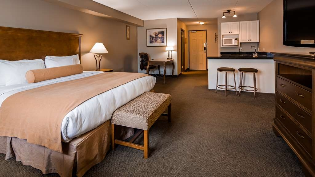 Best Western Plus Orillia Hotel - Executive King Bedroom with a wet bar area.