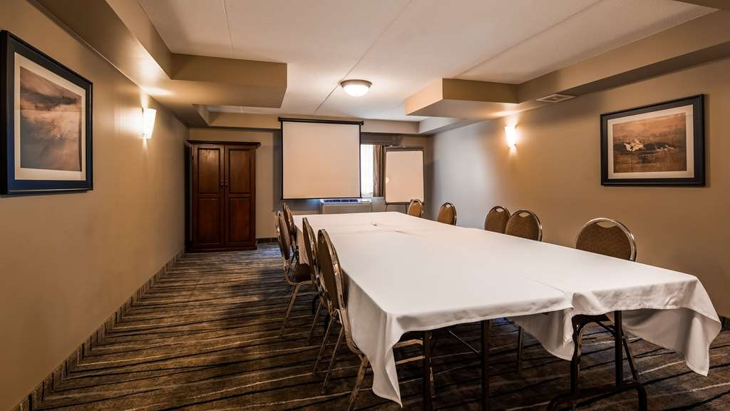 Best Western Plus Orillia Hotel - Looking to host a small meeting in our Boardroom? Please inquire with our team directly!