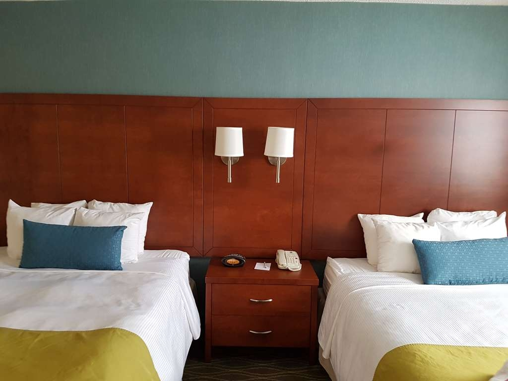 Best Western Plus Durham Hotel & Conference Centre - Featuring a room with two queen beds. The room can sleep up to four guests.