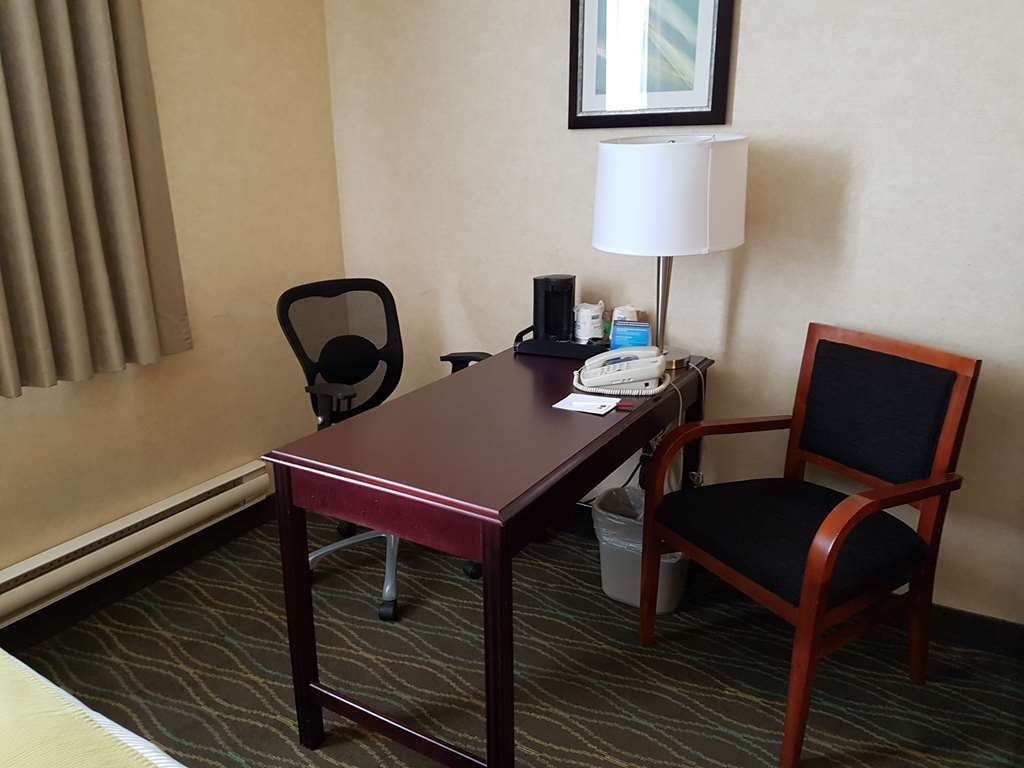 Best Western Plus Durham Hotel & Conference Centre - All guest rooms provide a comfortable environment for you to work.
