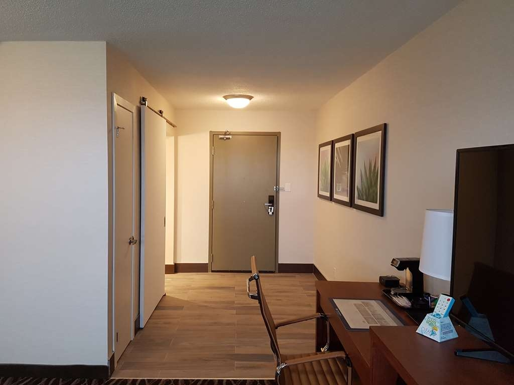 Best Western Plus Durham Hotel & Conference Centre - King Accessible Room, ADA compliant with roll-in shower