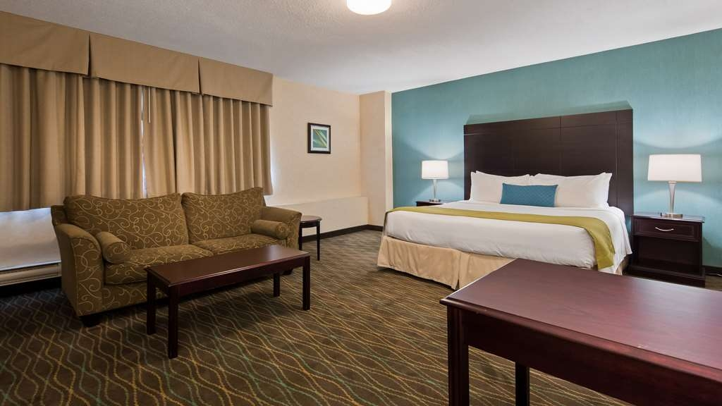 Best Western Plus Durham Hotel & Conference Centre - Featuring a business king room.