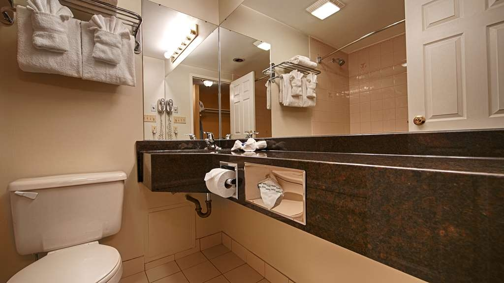 Best Western Colonel Butler Inn - All guest bathrooms feature a granite counter with undermount sink.