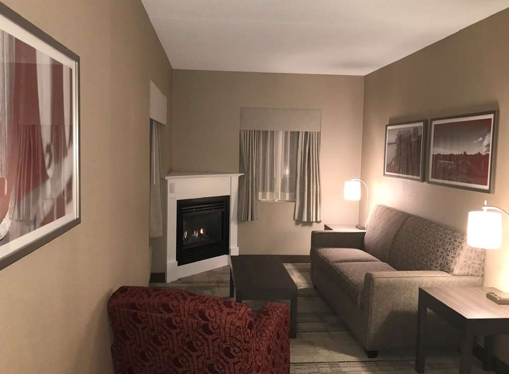 Best Western Colonel Butler Inn - Stay in a queen junior suite and enjoy a sitting area sofa bed, gas fireplace, 42-inch flat screen television and shower/jetted-tub combination.