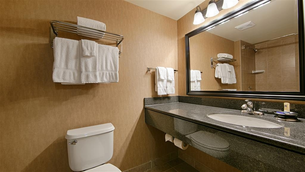 Best Western Plus Muskoka Inn - All guest bathrooms have a large vanity with plenty of room to unpack the necessities.