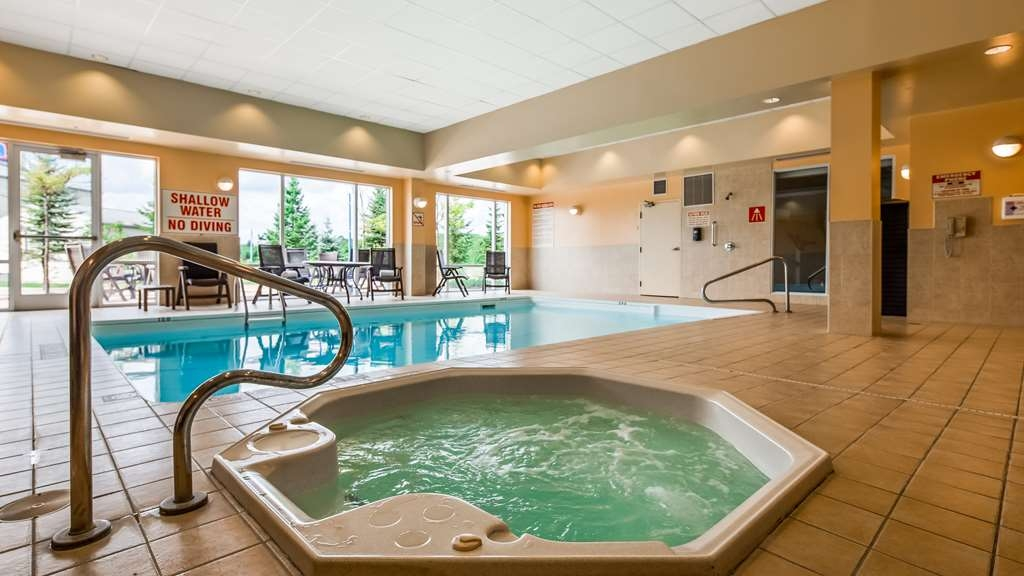 Best Western Plus Muskoka Inn - Vista de la piscina