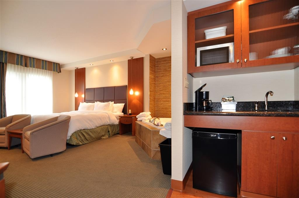 Best Western Plus Orangeville Inn & Suites - The whirlpool rooms are equipped with a two person whirlpool, gas fireplace, flat screen TV and private walk out patio