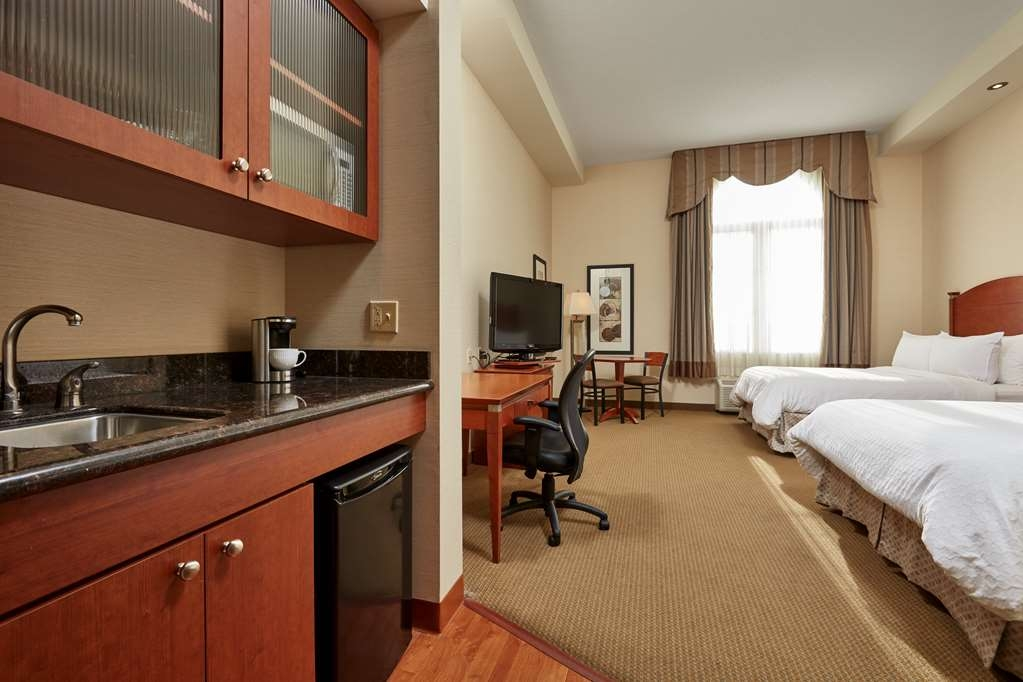 Best Western Plus Orangeville Inn & Suites - Get comfortable and cozy in one of our Suites, kitchenette, sitting area, work desk and mini fridge.