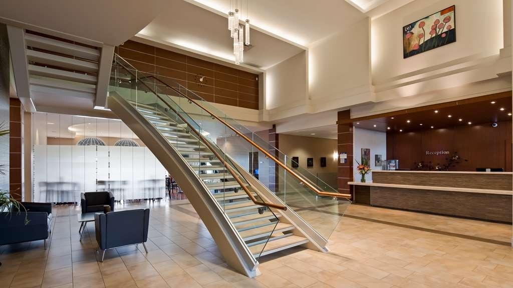 Best Western Plus Orangeville Inn & Suites - Be inspired in our smart and stylish hotel lobby. Your senses will be stimulated with a fresh perspective.