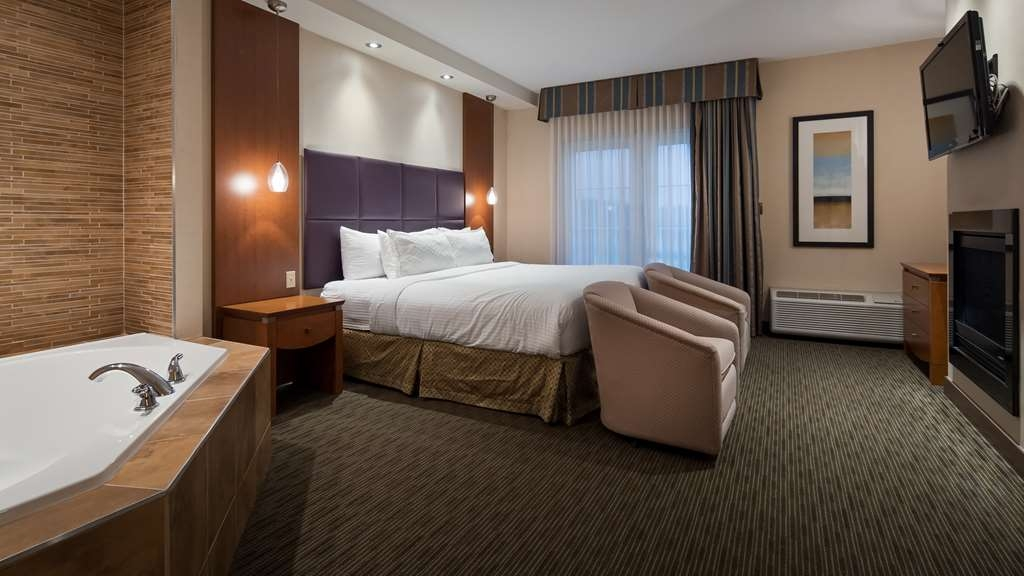 Best Western Plus Orangeville Inn & Suites - Be productive while on the road with our luxury bedding and well lit work area.