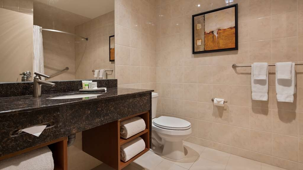 Best Western Plus Orangeville Inn & Suites - It's the little details that make big differences when you're on the road. Experience a large bathroom with plenty of counter space.