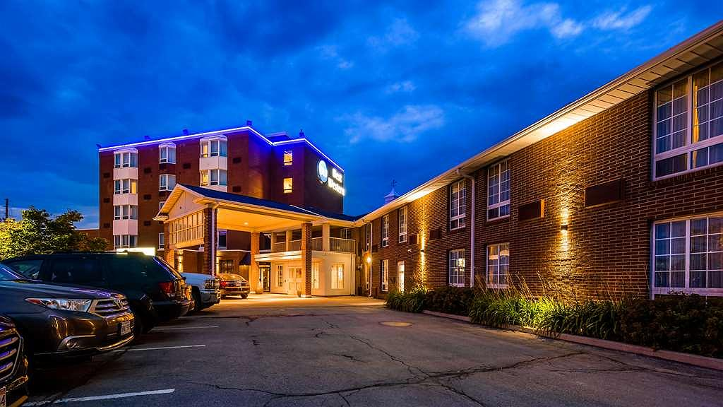 Best Western Milton - Conveniently located right off Highway 401. Home of The Mattamy National Cycling Centre, Toronto Premium Outlets, Woodbine Mohawk Park and Kelso Conservation Area. Kelsey's within walking distance. Guests receive 10% off food by presenting your room key.