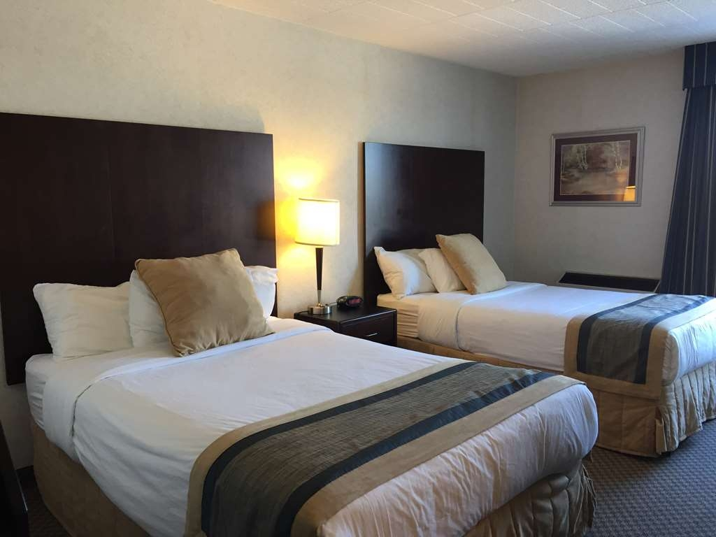 Best Western Milton - Bright, comfortable and spacious, this room can easily sleep 4 people. These rooms have two queen beds, mini refrigerator, microwave and coffee maker.