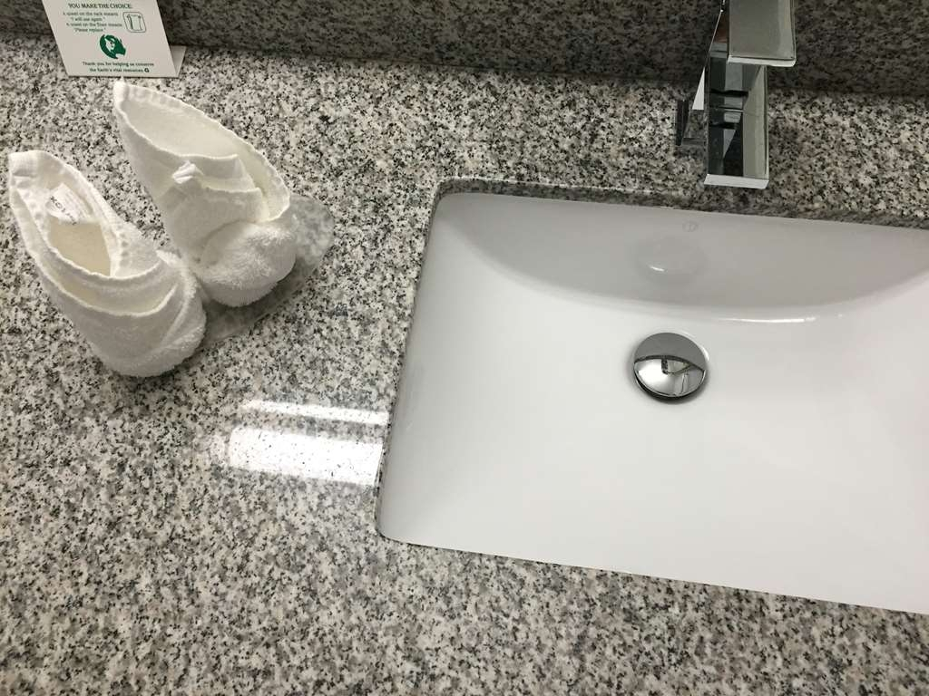 Best Western Milton - Our bathrooms are newly renovated with beautiful granite counters.