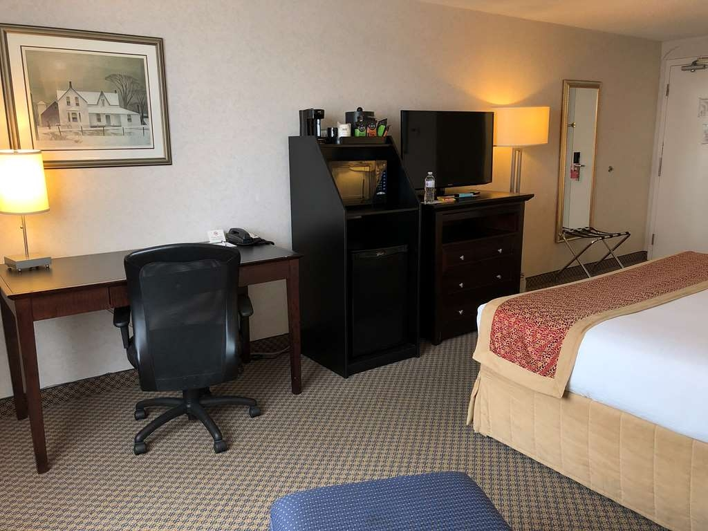 Best Western Milton - Free high speed internet access, well lit work desk, mini-refrigerator and microwave are just some of our amenities.