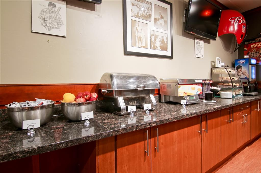 Best Western St Catharines Hotel & Conference Centre - Our breakfast station has everything you need to start your day fresh.