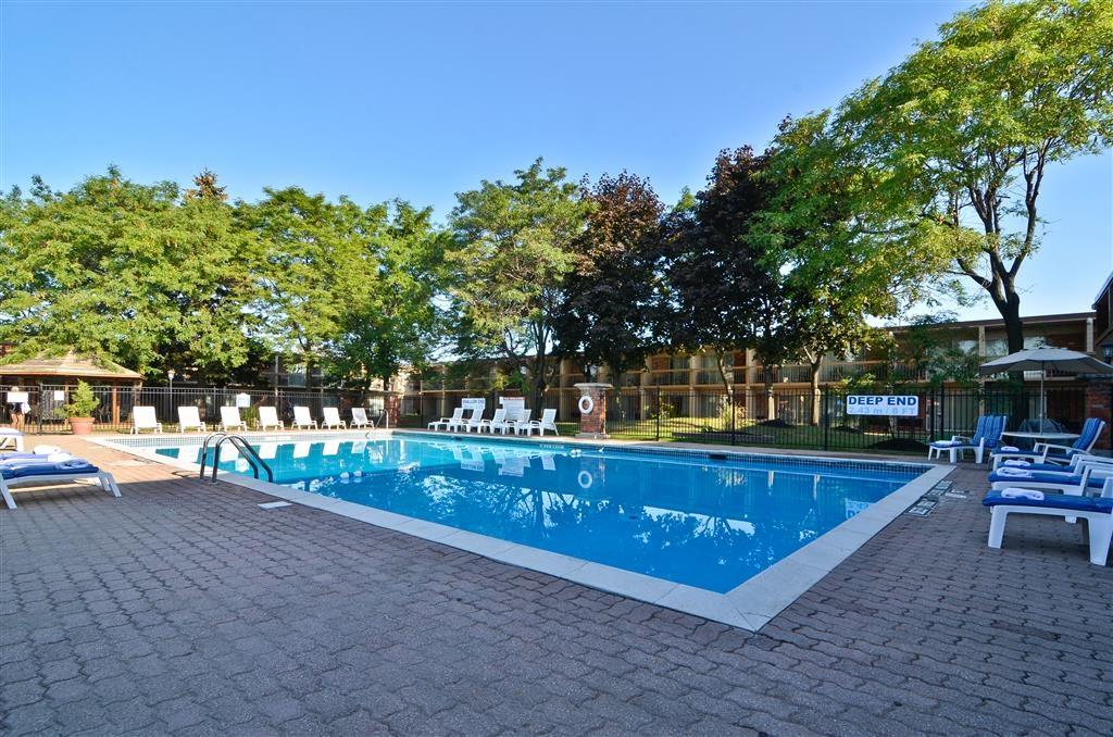 Best Western St Catharines Hotel & Conference Centre - Have some fun in the sun with your family at our outdoor pool, complete with full service patio.