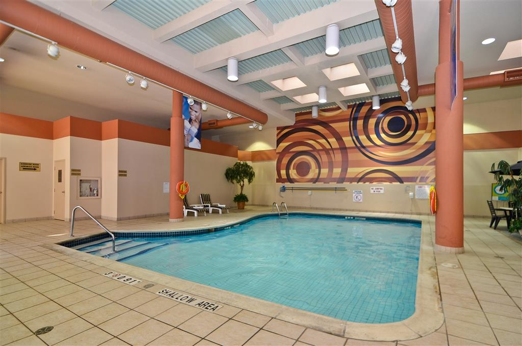 Best Western St Catharines Hotel & Conference Centre - Don't let the weather stop you from jumping in, our indoor pool is heated year-round.