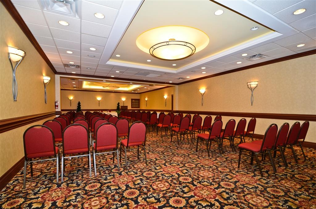 Best Western St Catharines Hotel & Conference Centre - Our meeting room accommodates up to 180 guests and has complimentary wireless Internet for your convenience.