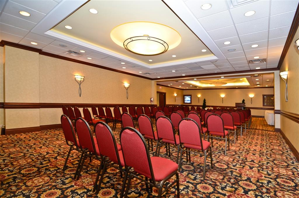 Best Western St Catharines Hotel & Conference Centre - Our meeting room is perfect for small or large gatherings, presentations or seminars.